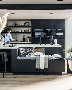 Black Kitchens, Home Kitchens, Modern Kitchen Design, Kitchen Interior, Home Organization, Home And Living, Kitchen Dining, Sweet Home, New Homes