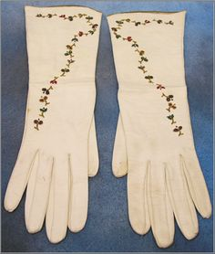 Antique C Grenoble France White Kid Gloves with Floral Beaded Decoration - For sale on Ruby Lane Vintage Accessories, Fashion Accessories, Elegant Gloves, Vintage Outfits, Vintage Fashion, Vintage Gloves, Wedding Gloves, Dress Gloves, Historical Costume