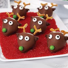 Deck your chocolate-covered strawberries with a nose, eyes, ears and antlers for an adorable Strawberry Reindeer team.