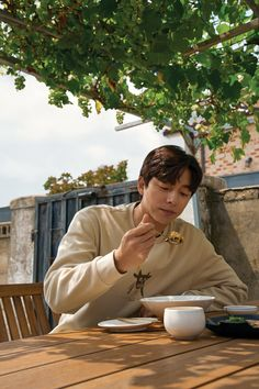 Gong Yoo Smile, Yoo Gong, Library Quotes, Jung Daehyun, Handsome Korean Actors, Korean Babies, Standing Poses, Boyfriend Pictures, Someone Like You