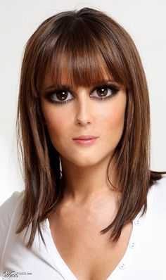 20 Flattering Hairstyles for Oval Faces | Blunt bangs, Shoulder ...