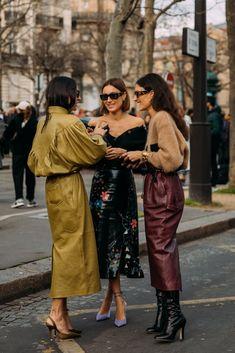 Paris FW 2020 Street Style: Gilda Ambrosio, Giorgia et Giulia Tordini Fashion Mode, Fashion 2020, Look Fashion, Womens Fashion, Classy Fashion, Streetstyle Fashion Week, Hipster Fashion, Fashion Vintage, Fashion Styles