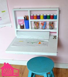 Fold down art desk with storage craft paper roll holder and a chalkboard on the outside! And it takes up NO floor space! The post Fold down art desk with storage craft paper roll holder and a chalkboard on th appeared first on Kinderzimmer. Fold Out Desk, Desk Flip, Folding Desk, Mini Desk, Art Desk, Desk Storage, Storage Ideas, Storage Solutions, Kids Craft Storage