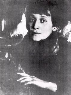 Anna Achmatova : Vertroosting. Zo werd hij krijger in het heir, van Michael, de aartsengel...
