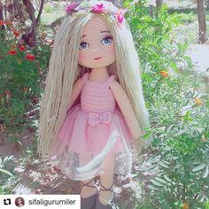 Bugün günlerden  #tbt❤️ ise bende pembeli kızımla buluşturayım sizleri  Keyifli bir gün geçirmeniz dileğiyle.... . . . . . . . . #ADANA… Crochet Dolls, Crochet Crafts, Doll Toys, Baby Dolls, Doll Patterns, Crochet Patterns, Amigurumi Toys, Aurora Sleeping Beauty, Projects To Try