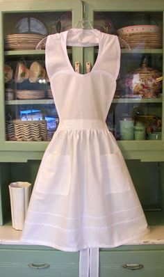 White Heart Old Fashioned Apron