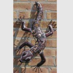 Climbing Metal Lizard Garden Sculpture ....I love lizzards.