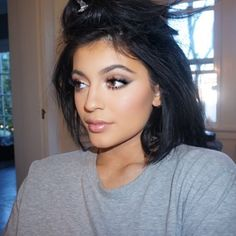Kylie Jenner - Contour - bloggers - how to - give away