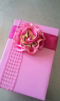 gift wrap - a bit to do -  pink spring with ribbon rosette  -  http://la-couronne.de