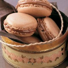 The only thing better than a chocolate macaroon is a Nutella macaroon. Try our easy French macaron recipe for afternoon tea or a dinner party dessert Nutella Macaroons, Nutella Mug Cake, Easy French Macaron Recipe, Baking Recipes, Cookie Recipes, Party Recipes, Dinner Party Desserts, Homemade Food Gifts, Macaroon Recipes