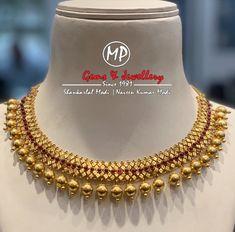 Antique gold necklace with ruby potas Gold Necklace Simple, Gold Jewelry Simple, Trendy Jewelry, Small Necklace, Baby Jewelry, Necklace Set, Ruby Necklace Designs, Jewelry Design Earrings, Gold Jewellery Design