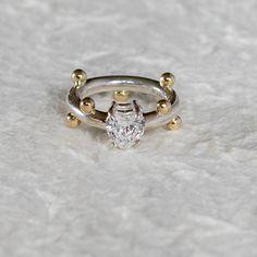 Sølvring med gullknotter og zirkon-sten. Kan fåes i alle str bare skriv str i kommentarfelt