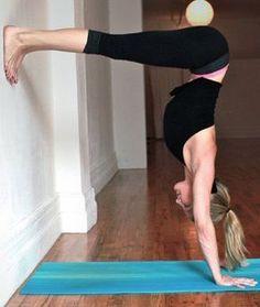 Exercice Du Yoga : Tonalisez et sculptez vos bras avec ces mouvements de yoga. Cette séance d'exercices de yoga vous permettra d'obtenir vos bras et vos épaules et à l'air super pour les réservoirs d'été. - #Yoga