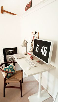 I have this same clock screensaver on my Mac. It just makes a desk look organized, doesn't it?