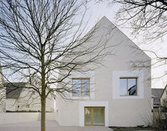 """Completed in 2009 in Hailfingen, Germany. Images by Brigida Gonzalez. The town centre of Hailfingen is characterised by simple, rural building structures. The situation """"behind the church"""" features attractive open. Architecture Résidentielle, Forest View, Building Structure, Ramen, Construction, House Design, Outdoor Decor, Houses, Lofts"""