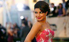 In Pictures: Priyanka Chopra flaunts curves, stuns all at SAG Awards - Emirates 24|7
