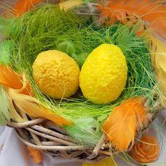 Velikonoční mýdlová vajíčka s pomerančovou a citronovou vůní. Easter soap eggs with orange and lemon scent. Carrots, Vegetables, Food, Lemon, Meal, Essen, Carrot, Vegetable Recipes, Hoods