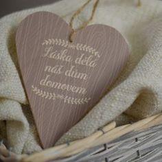 Dřevěné srdce - Láska děla domov domovem - šedá