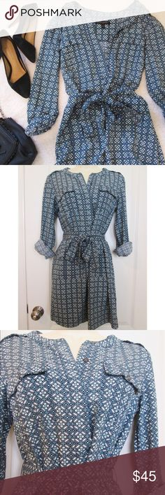 Banana Republic beautiful blue patterned dress 👗 This stylish and modern dress can be worn to work or casually with a cute tote bag! There are four pockets, two on the top and two below the waist. This dress is in perfect condition. 100% rayon. Bundle this with two other items and get 20% off! ❤️ Banana Republic Dresses Long Sleeve