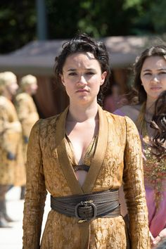 Game of Thrones (TV Series 2011 - ) 8 Inch x 10 Inch Photo Jessica Henwick Gold Tunic Brown Belt kn Game Of Thrones Series, Game Of Thrones Tv, Game Of Thrones Facts, Game Of Thrones Funny, Got Costumes, Movie Costumes, Period Costumes, Dessin Game Of Thrones, Got Merchandise