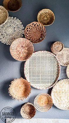 everything you need to know about creating basket gallery wall art. Where to find vintage baskets, how to hang baskets and how to layout a basket gallery wall are all here in this gorgeous gallery wall trend idea. Vintage Walls, Vintage Decor, Vintage Wall Art, Boho Diy, Boho Decor, Boho Living Room, Boho Room, Wall Stickers Tiles, Old Wicker