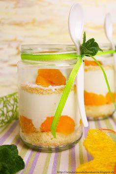 Käsesahnetorte mit Mandarinen im Glas