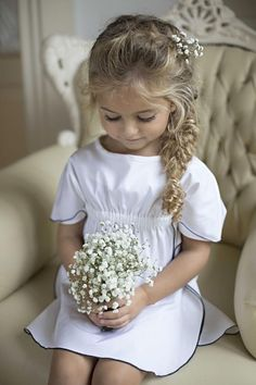 In addition to the bride and groom, the wedding day is the most eye-catching wedding flower girl. In general weddings, I will invite a few small flower girls, like cute little angels, symbolizing the pure Read more… Flower Girl Hairstyles, Little Girl Hairstyles, Easy Hairstyles, Wedding Hairstyles, Bridesmaid Hairstyles, Flower Girl Pictures, Flower Girls, Flower Girl Outfits, Designer Flower Girl Dresses