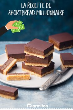 The combination of caramel and chocolate is just heavenly and these bite-sized treats are perfect for when you want a little sweet something. Biscuits Au Caramel, Dark Chocolate Ingredients, Millionaire Shortbread Recipe, Desserts With Biscuits, Cream Candy, Sweet Bar, Shortbread Recipes, Baking Recipes, Sweet Recipes