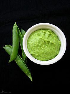 Hrachovy Hummus / Pea Hummus Indian Food Recipes, Vegan Recipes, Ethnic Recipes, Green Peas, Superfoods, Guacamole, Hummus, Spreads, Indie