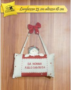 """Targhetta di stoffa per la nonna con la scritta """"Da nonna asilo 24h su 24"""""""