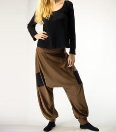 Pantalón turco unisex de punto de algodón con bolsillos. Cintura ancha del mismo color elástica.