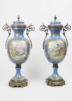 MAXANT SANSOM - DANS LE GOÛT DE SÉVRES Monumental par de ânforas palacianas em porcelana com bronz