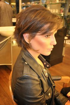 40 Fabulous Short Layered Haircuts More realistic & pheasible cut for my fine hair Short Hairstyles For Women, Messy Hairstyles, Hairstyle Ideas, Hairstyles 2018, Short Hairstyles For Thin Hair, Brown Hairstyles, Layered Bob Hairstyles, Fashion Hairstyles, Celebrity Hairstyles