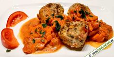 Lebe Low Carb - Low Carb Rezept   Feta-Hackfleischbällchen mit Tomatensauce   auf lebelowcarb.de - dem Low Carb Rezeptbuch im Web - Viel Spaß beim Nachkochen ...