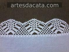 Bico em croche | Artes da Cata Crotchet, Crochet Top, Crochet Stocking, Textiles, Needlework, Diy And Crafts, Stitch, Eminem, Crochet Dresses