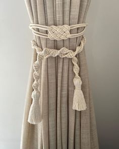 Macrame Curtain, Macrame Plant Hangers, Boho Inspiration, Boho Life, Curtain Ties, Macrame Design, Macrame Projects, Macrame Patterns, Diy Room Decor