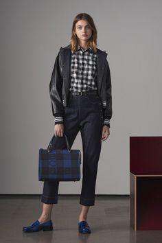 Tomas Maier Pre-Fall 2018 Collection Photos - Vogue