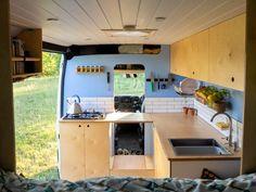 Hur är livet i en egenbyggd husbil? Reser, Astro Van, Life Kitchen, Campervan, Van Life, Devon, Tiny House, Adventure, Truck