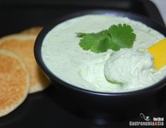 aguacate con philadelphia Real Mexican Food, Mexican Food Recipes, Vegetarian Recipes, Ethnic Recipes, Dip Recipes, Great Recipes, Canapes, Blue Cheese, Mole