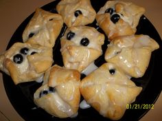 easy cheese & blueberry cresent rolls