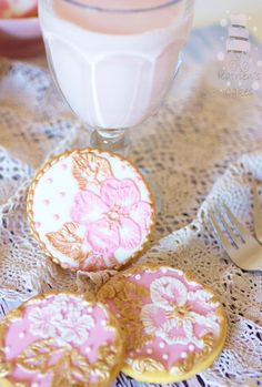Glam up ordinary sugar cookies with elegant brush embroidery. This technique may look intimidating, but we promise —it's actually surprisingly simple! Give it a try today with this step-by-step tutorial.