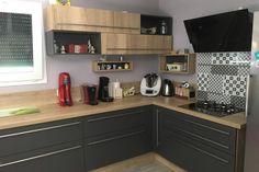Cuisine gris anthracite et bois, une cuisine équipée par SoCoo'c St Avold Ikea Kitchen, Kitchen Cabinets, Küchen Design, Kitchen Remodel, Sweet Home, New Homes, Architecture, Wood, The Blanc