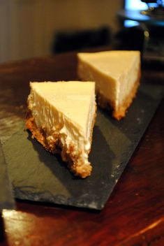 New York Cheesecake recipe, as in the Friends series Vanilla Brownies, Chocolate Cheesecake Recipes, Cheesecake Desserts, Lemon Cheesecake, Cheesecake Mascarpone, Homemade Cheesecake, Classic Cheesecake, Fridge Cake, Cheap Easy Meals