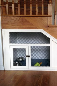 Having dogs needs a cozy dog house. You seem to require personalizing the dog's house based on your desire. Read Stunning and Cute Dog House Under Stairs Under Stairs Dog House, Space Under Stairs, Dog Spaces, Dog Area, Animal Room, Storage Design, Storage Ideas, Dog Rooms, Dog Houses
