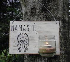 Letrero Namasté | luminaria Mini Cafe, Decoupage, Bohemian Art, Pictures To Paint, Ideas Para, Wood Signs, Wood Crafts, Sweet Home, Shabby Chic