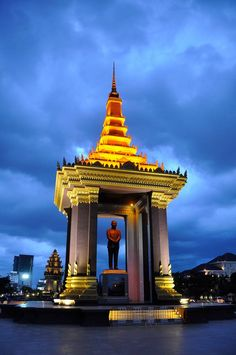 Independence Monument, Phnom Penh, Cambodia © Heather Forsythe