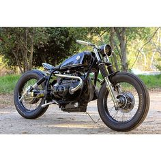 BMW R90/6 by Sprit Lake Cycles || Just saw this bike on Silodrome @gasolineculture and gotdanngit this is a beautiful bike! Sleek black paint job with some clean pinstriping tie the bike together but our favorite is that exhaust setup - under the seat and out! Check it out!  #bmw #r90 #spiritlake #croig #caferacersofinstagram #caferacer #motorcycle #inspiration #aesthetics #design #art #craftsmanship #lifestyle #Padgram