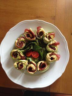 Rotolini di zucchine,hummus e bresaola.