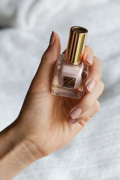 pretty nude nails for the weekend Lip Colours, Nail Colors, Kiss Makeup, Beauty Makeup, Witch Nails, Blonde Fashion, Beauty Products, Pure Products, Grunge Nails