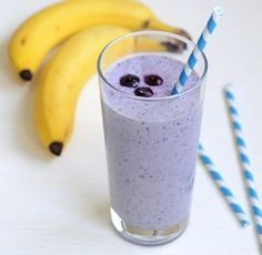 Blueberry Oatmeal Smoothie Makes 1 drink 1/4 cup old-fashioned rolled oats 1 cup almond milk 1/2 cup frozen blueberries 1 small banana, broken into 3 or 4 pieces 1/4 cup Greek yogurt 1 tablespoon honey In a small bowl, combine the rolled oats with 1/2 cup of the almond milk. Stir and let the oats soak for 20 minutes. In a blender, comb